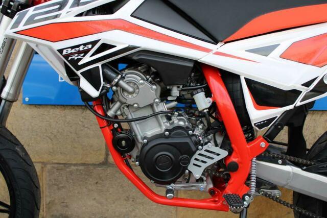 Detailfoto 6 - RR 4T 125 LC MOTARD - Finanz. ab 2,9%