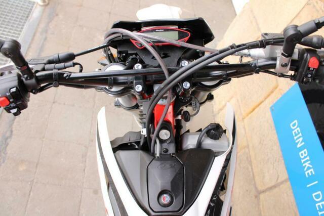 Detailfoto 13 - RR 4T 125 LC 2021 RR125